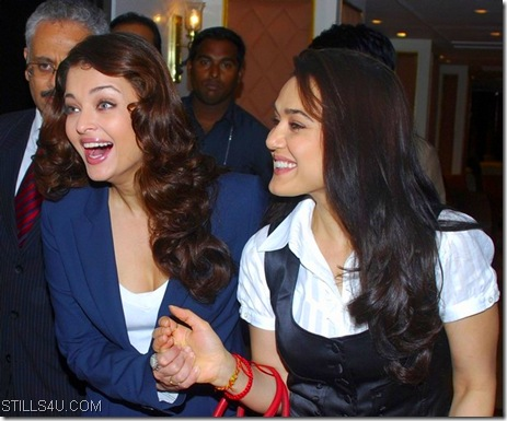 aishwarya and preity Orkut scraps Laughing scraps and graphics aishwarya and preity scrapbook animations and orkut codes